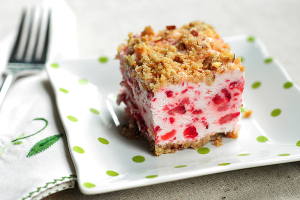 frozen-strawberry-squares-featuredb