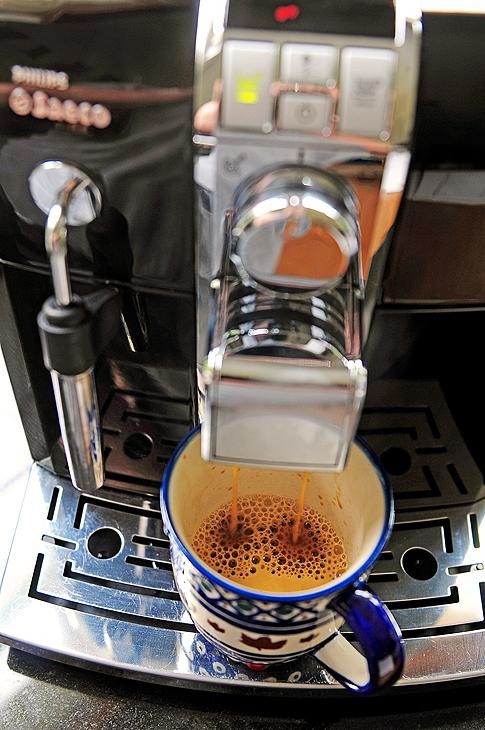 How to clean keurig single serve coffee maker