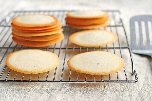 Marjoram Butter Cookies from SheWearsManyHats.com
