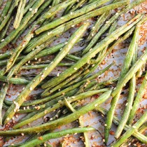 Coconut Milk Roasted Green Beans Recipe | shewearsmanyhats.com