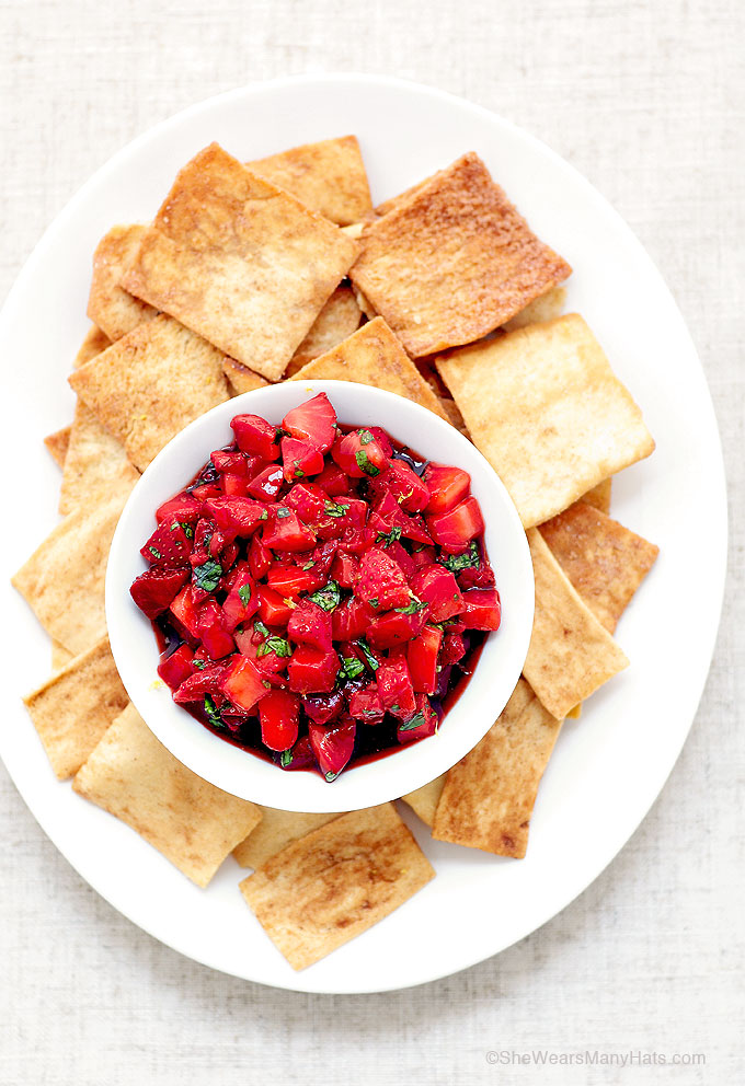 Easy Fresh Strawberry Salsa Recipe | shewearsmanyhats.com
