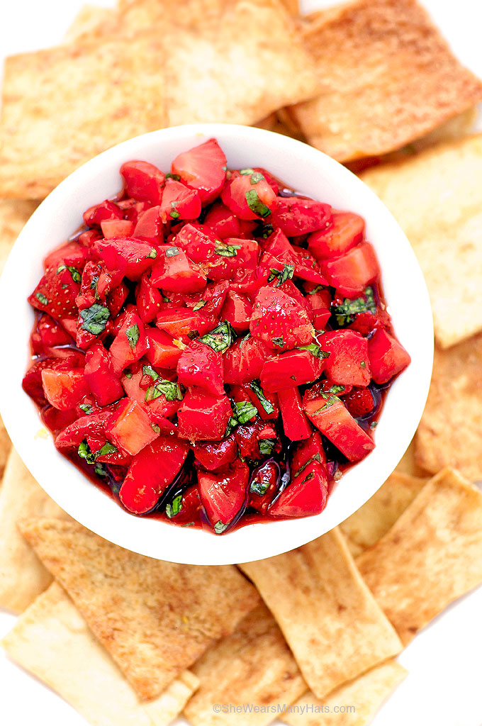 Easy Strawberry Salsa Recipe | shewearsmanyhats.com