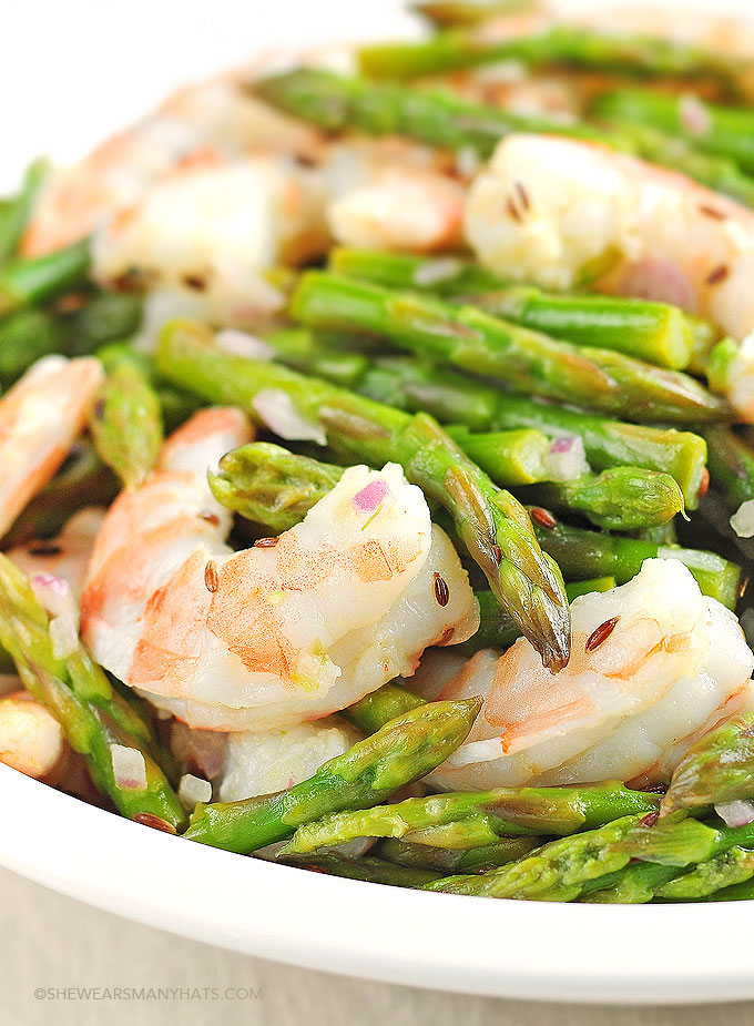 Asparagus and Shrimp Salad Recipe with Lemon Dill Vinaigrette | shewearsmanyhats.com