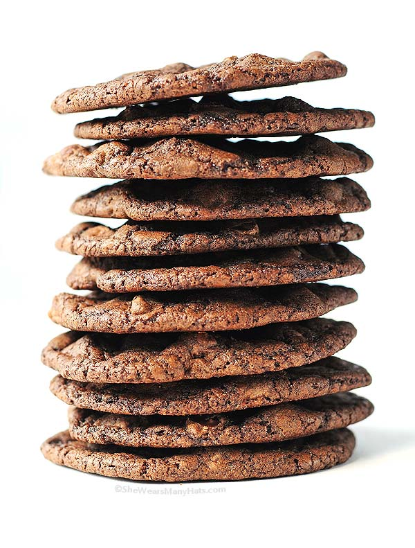 Double Dark Chocolate Cookies Recipe | shewearsmanyhats.com