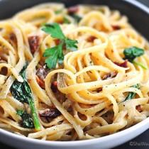 Fettuccine Alfredo Recipe with Bacon and Spinach
