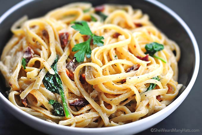 Fettuccine Alfredo Recipe with Bacon and Spinach