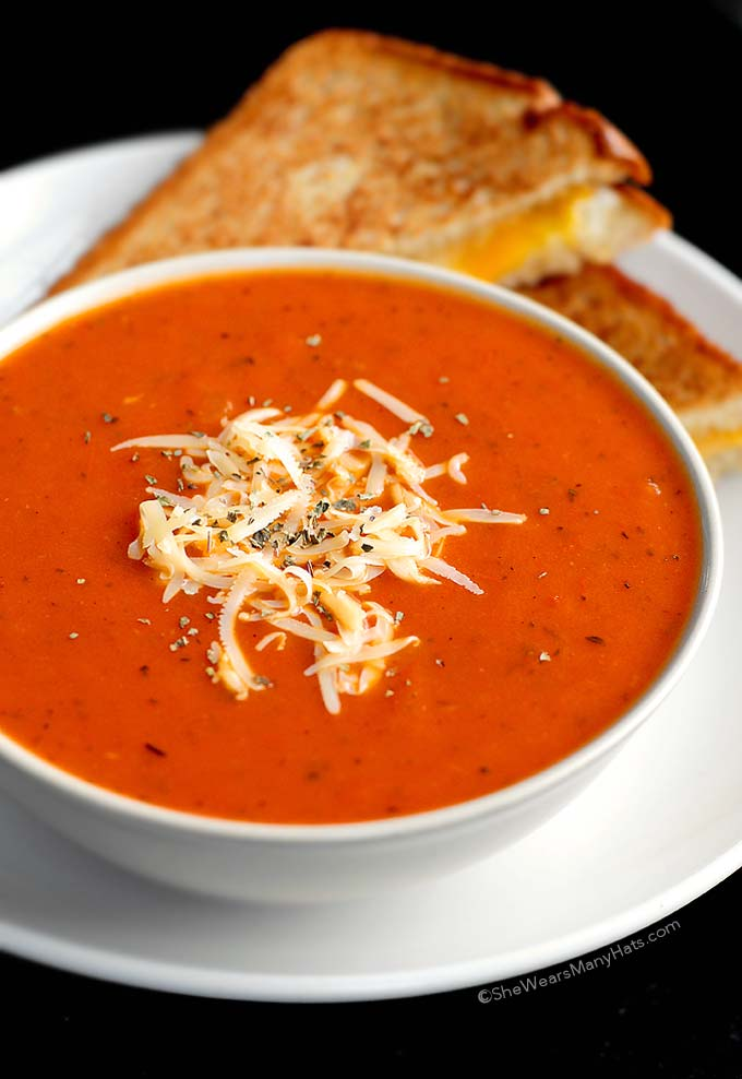 Quick and Easy Tomato Soup Recipe | shewearsmanyhats.com
