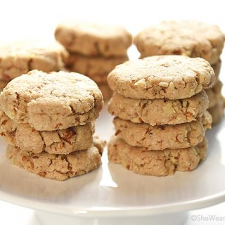Crunchy, buttery and nutty goodness all mixed together in these Pecan Sandies to make a classic cookie favorite. shewearsmanyhats.com