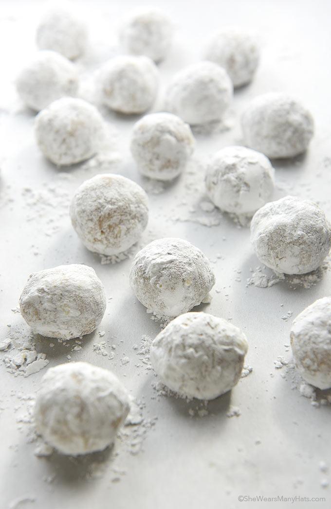 Pecan Snowball Cookies Recipe | shewearsmanyhats.com