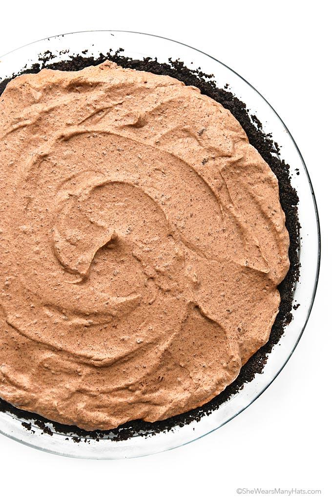 Easy Irish Cream Chocolate Pie