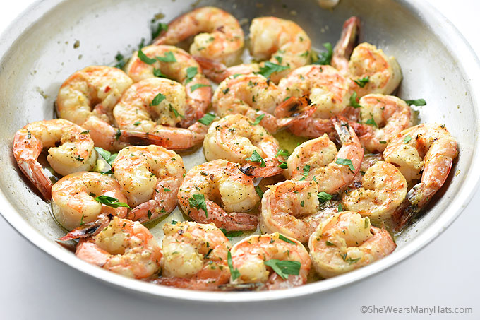 Easy garlic shrimp recipe she wears many hats quick delicious garlic shrimp recipe forumfinder Choice Image