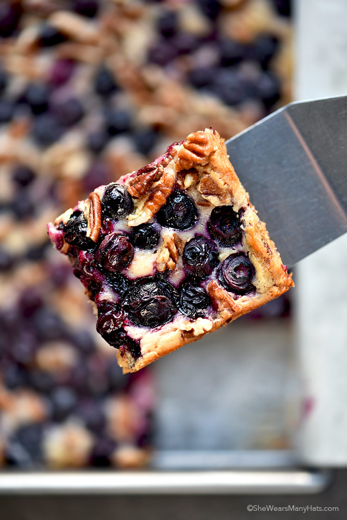 Oatmeal Lemon Blueberry Bars Recipe | shewearsmanyhats.com