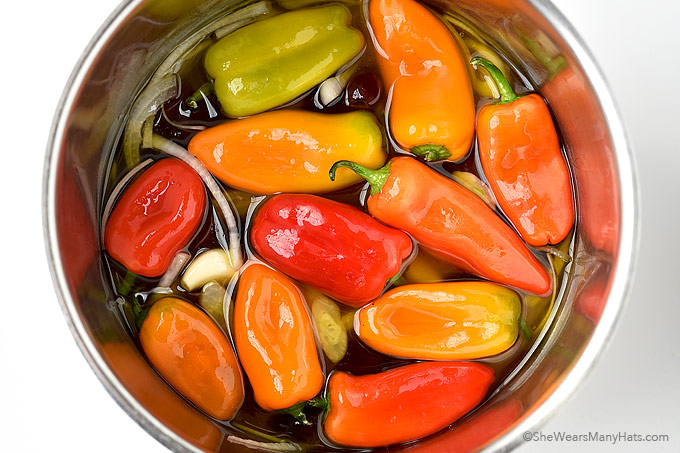 Easy Pickled Peppers Recipe | shewearsmanyhats.com