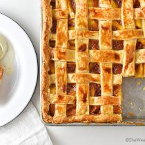 Easy Peach Slab Pie Recipe | shewearsmanyhats.com