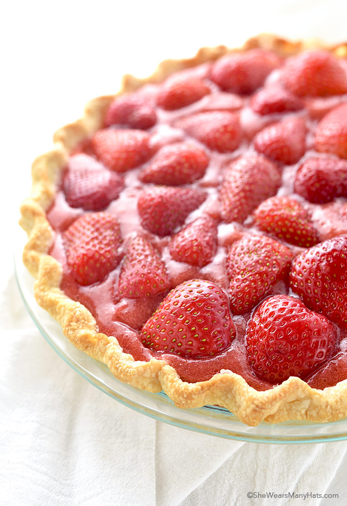 Fresh Strawberry Pie Recipe | shewearsmanyhats.com