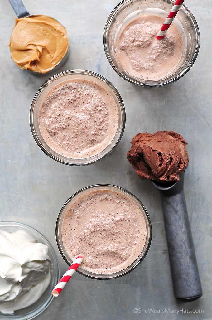 Peanut Butter Chocolate Milkshake Recipe | shewearsmanyhats.com