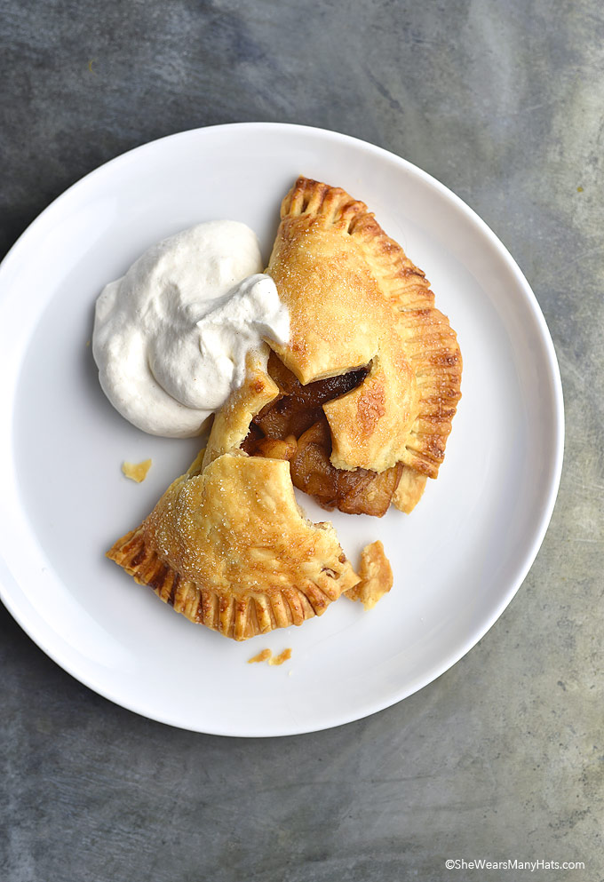 Easy Homemade Baked Apple Hand Pies Recipe | shewearsmanyhats.com