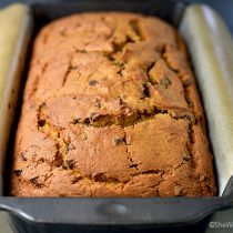 Easy Pumpkin Chocolate Chip Bread Recipe | shewearsmanyhats.com