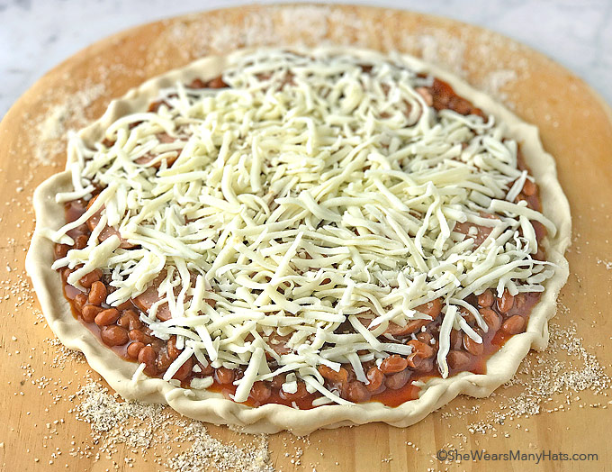 Easy Grilled Cowboy Pizza Recipe | shewearsmanyhats.com