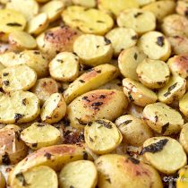 Lemon Garlic Parsley Roasted Potatoes Recipe | shewearsmanyhats.com