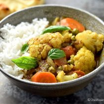 Easy Cauliflower Curry Recipe | shewearsmanyhats.com