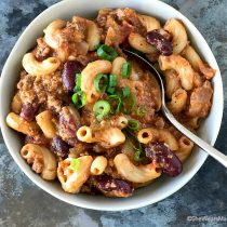 Easy Chili Mac Recipe | shewearsmanyhats.com