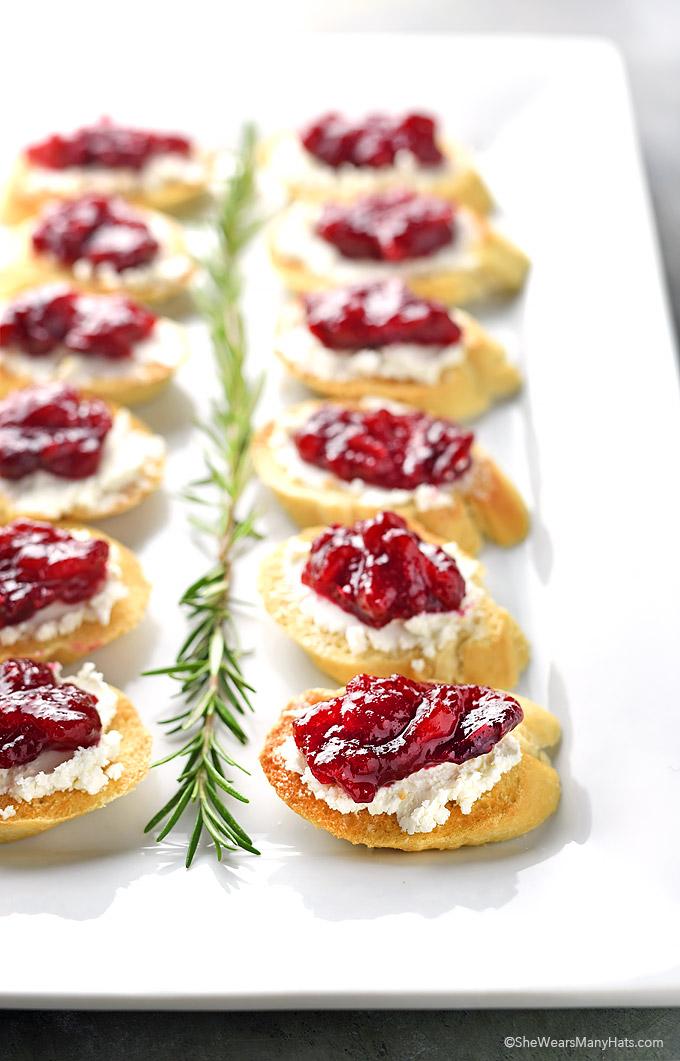 Cranberry Goat Cheese Crostini | shewearsmanyhats.com