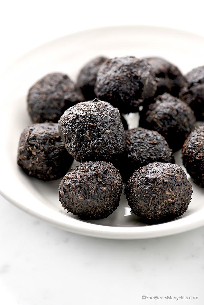 Dark Chocolate Coconut Bites Recipe | shewearsmanyhats.com